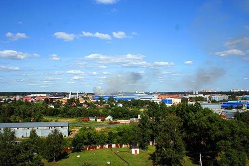 В подмосковной Лобне горел склад каучуковой продукции. Время фото — 16.46 МСК