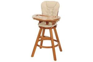 Традиционный деревянный стульчик для кормления детей