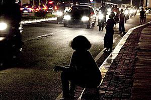 Это отнюдь не путаны и не попрошайки на улицах городов Индонезии