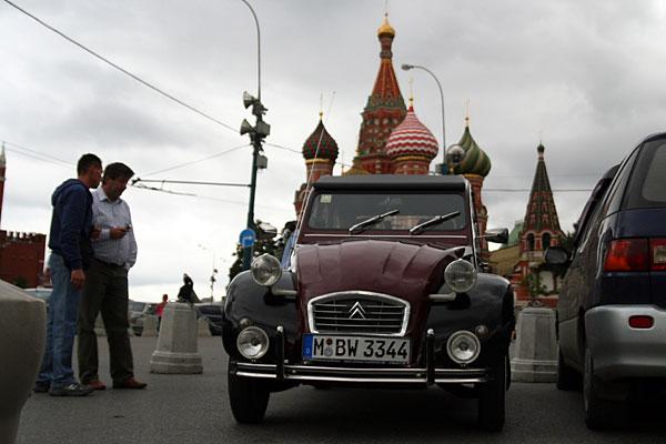 Citroen 2CV6 госномер MBW 3344 на Красной Площади