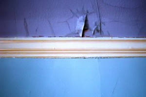 Первоначально молдинги предохраняли стены от разрушения спинками кресел
