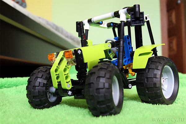 Трактор Лего, вид спереди