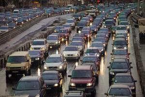 Бедные жители Москвы возвращаются с работы