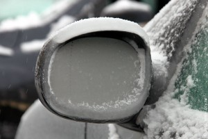 Зеркало заднего вида после ледяного дождя. Январь 2011 года.