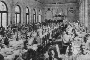 Больные на обеде. Геленджик, 1925 год.