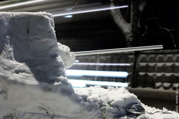 Снежный Фердинанд изготовился к стрельбе.