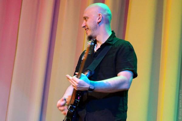 Концерт Виктора Зинчука в Лобне 4 февраля 2013  г. — второй гитарист.