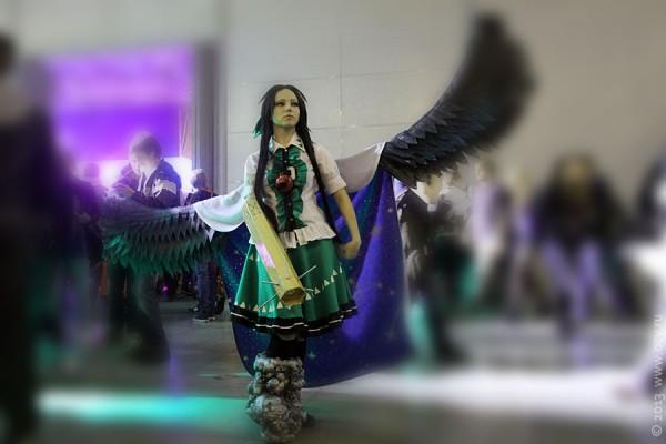 Девушка с крыльями на Игромире 2013.