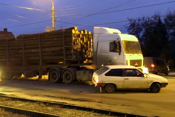 ДТП с лесовозом.