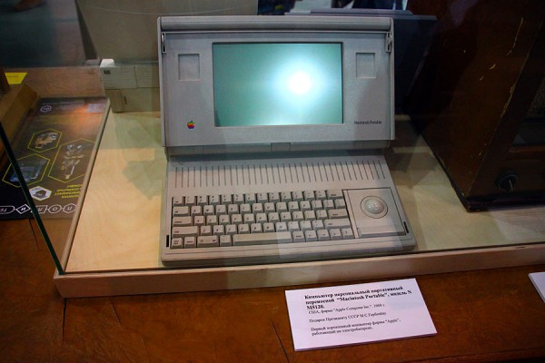 А Горбачёву ноутбук подарили. Apple Portable.