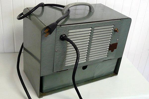Weatherzone — винтажный переносной кондиционер, работающий на льду. Задняя панель.