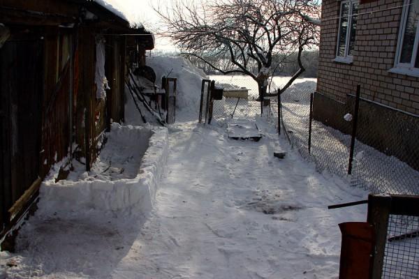 Двор после чистки.