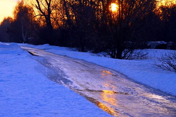 Лёд на дороге.